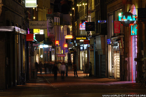 Cheapest Place To Eat Amsterdam Clothing Stores In Amsterdam