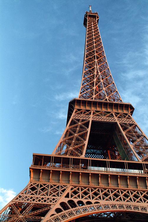 Eiffel Tower - is it orange ?