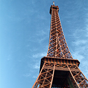 Eiffel Tower - is it orange ?