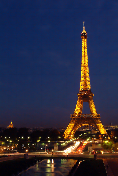 Images of Eiffel Tower by night