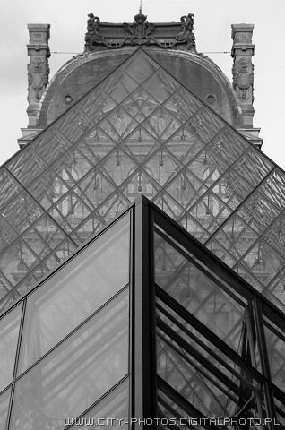 Black and white pictures of Pyramides
