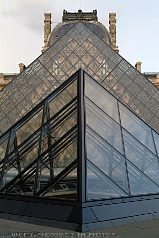 Photos of Pyramides in Louvre