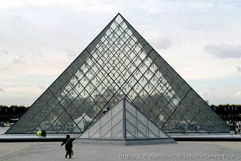 Piramide du Louvre | Louvre in Paris | Pictures of Paris, France ...: www.world-city-photos.org/Paris/photos/Louvre_in_Paris/Piramide_du...
