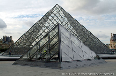 Pyramides Louvre photos