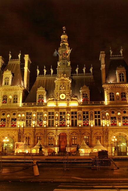 Night in Paris - The Hotel de Ville
