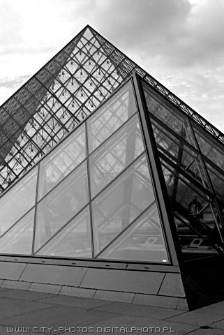 Louvre Pyramides - black and white photo