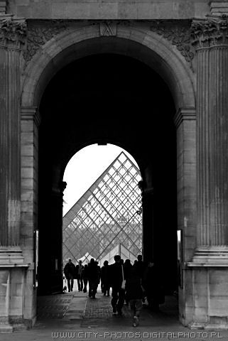 Pyramide in Louvre