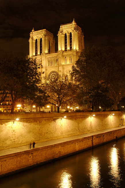 Pictures of Notre Dame Cathedral by night
